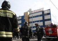 Два человека пострадали при пожаре в торговом центре