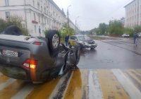 Внедорожник Nissan Terrano перевернулся на пешеходном переходе