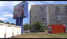 Ремонтно-восстановительные работы на фасаде тридцать шестого дома в десятом микрорайоне до сих пор не закончены