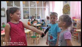 С микрофоном и камерой с малых лет