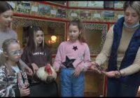 Зоопарк при Дворце творчества детей и молодежи приглашает посетителей.